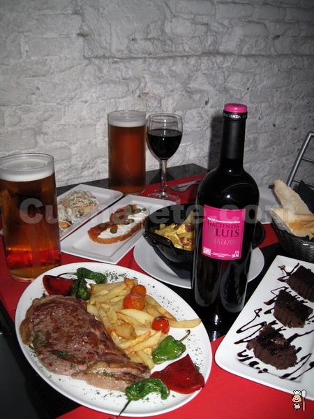 Botella de Rioja Crianza ¡Gratis! en La Carbonera de Carranza - © Cucharete.com