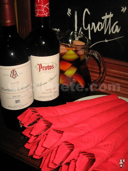Botella de Rioja, Ribera del Duero o Sangría GRATIS en el Restaurante La Grotta - © Cucharete.com